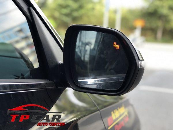 cảnh báo điềm mù ô tô trên gương